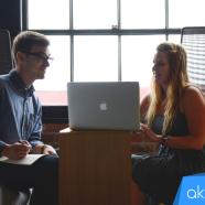 ¿Quién debe responder al cliente en redes sociales: el community manager externo o alguien dentro de la empresa?